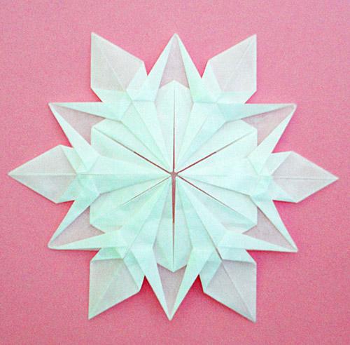белой или цветной бумаги.