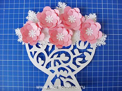 Ваза с цветами из бумаги