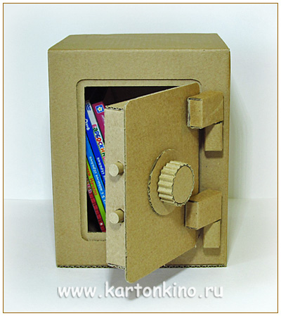 Настоящий сейф из картона