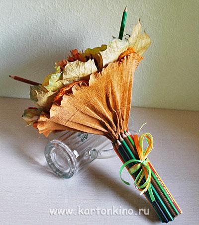 Букет из живых цветов и конфет своими