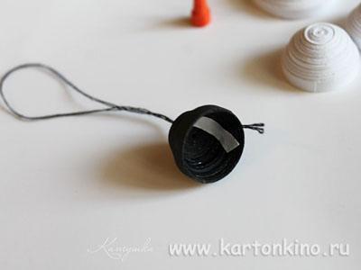 Ёлочные игрушки в технике квиллинг